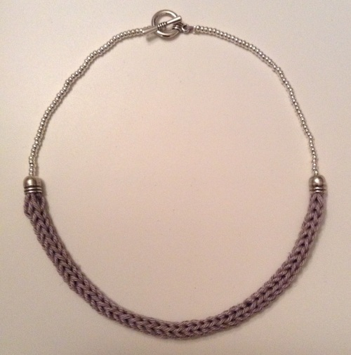 Collier tricotin perles