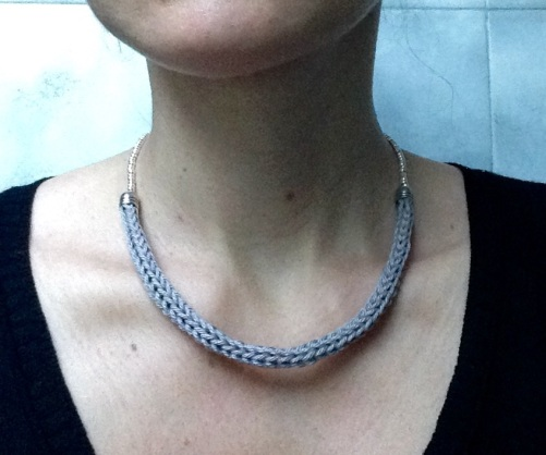 collier tricotin perles 2
